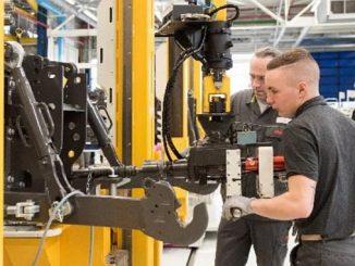 Usine de production de tracteurs CLAAS Tractor au Mans.