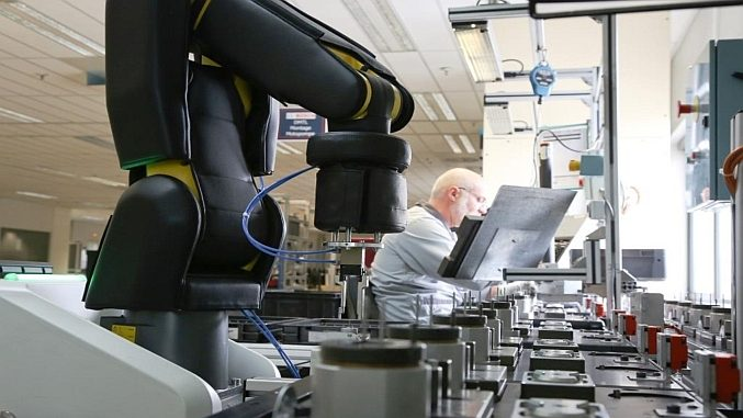 Robot collaboratif APAS à Bosch Mondeville.
