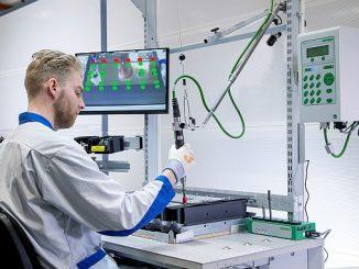 Poste de montage variateurs ABB usine de Helsinki.