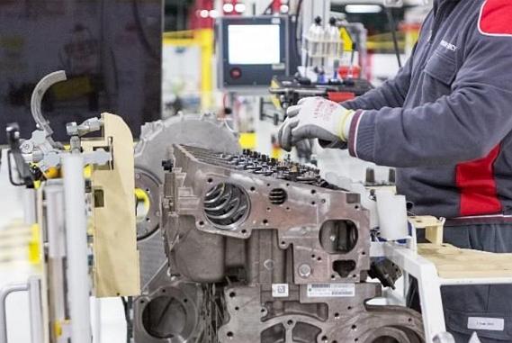 Production de moteurs à l'usine de Bourbon-Lancy de FPT Industrial.