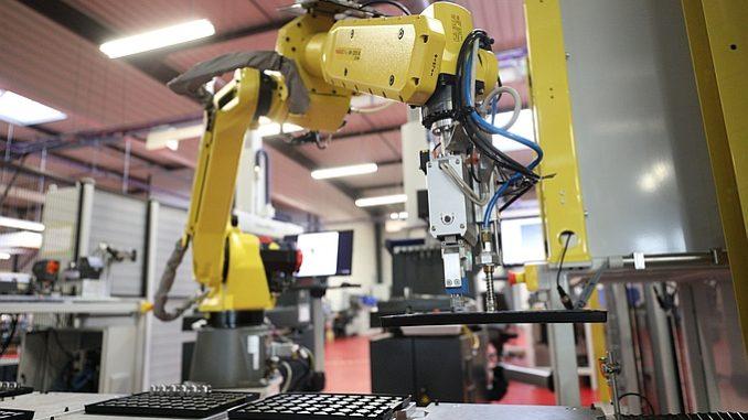 Cellule de production robotisée chez JPB Système.