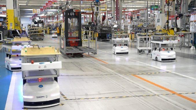 Robots mobiles autonomes de Sherpa sur le site de fabrication de moteurs de FPT Industrial à Bourbon-Lancy (Saône-et-Loire).