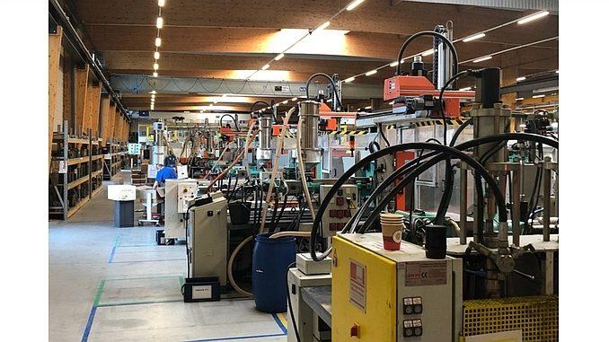 Atelier de presses d'injection plastique de Dedienne Multiplasturgy